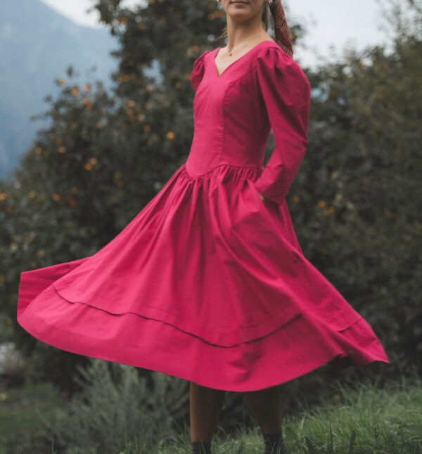 abito vintage rosso 600x646 - Abito vintage romantico
