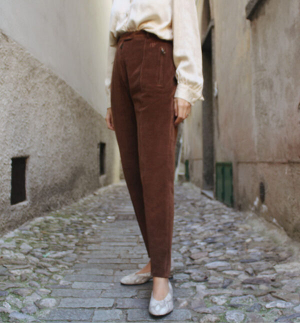 pantaloni velluto 1 600x646 - Pantaloni velvet