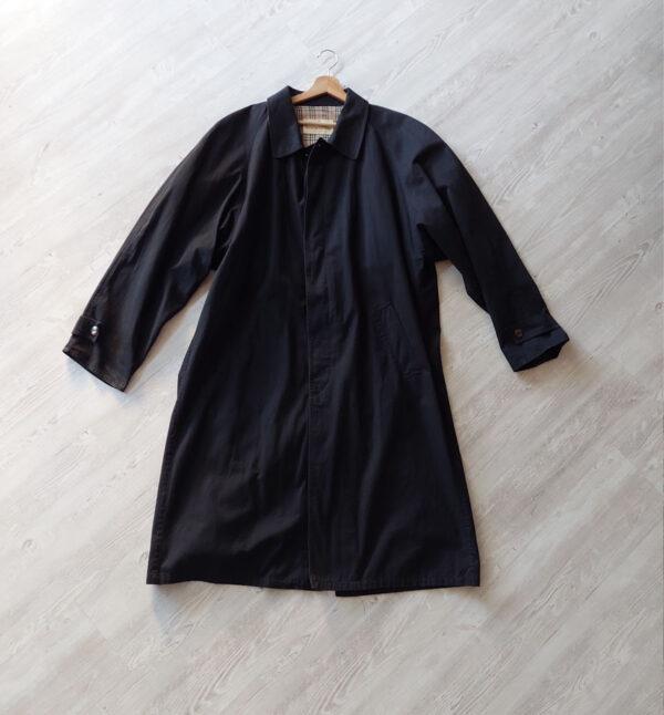 nero 600x646 - Trench nero vintage con interni tartan